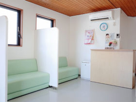 発熱外来待合室の写真